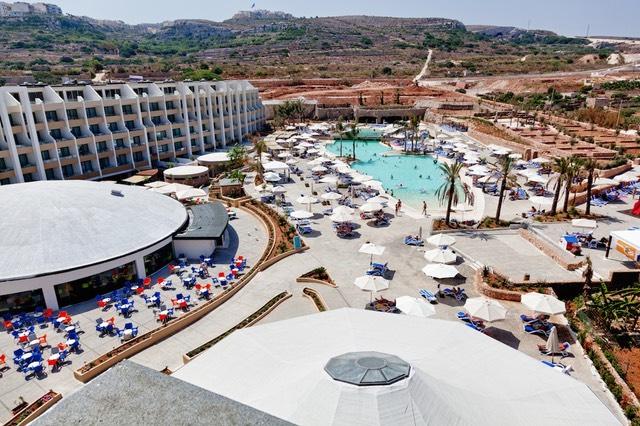 Hotel 4 stelle all inclusive sul mare for Pool design malta